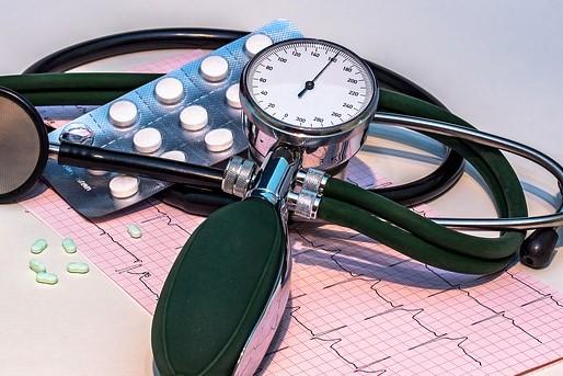 blood pressure monitor 1952924 640