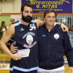 Φωτό 5 O κ. Δημήτρης Γόντικας, Διευθύνων Σύμβουλος της Energean στην Ελλάδα, βραβεύει τον παλαίμαχο μπασκετμπολίστα Πρόδρομο Νικολαϊδη
