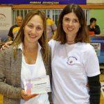 Φωτό 6 Η κ. Ίλια Ρήγα, υπεύθυνη Εταιρικής Κοινωνικής Ευθύνης της Energean, βραβεύει την