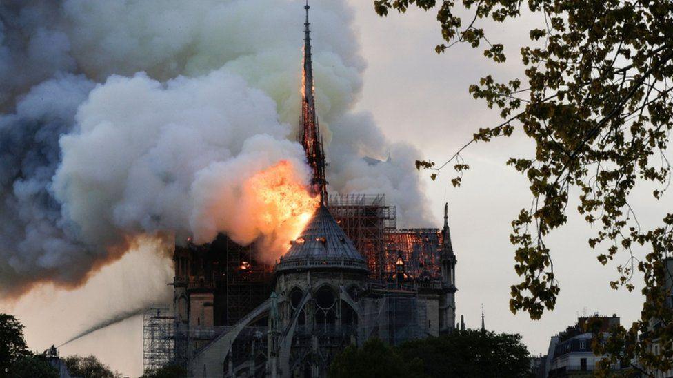Φωτιά στη Παναγία των Παρισίων