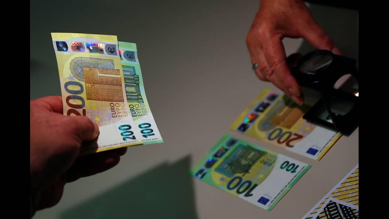 Νέα χαρτονομίσματα των 100 και 200 ευρώ
