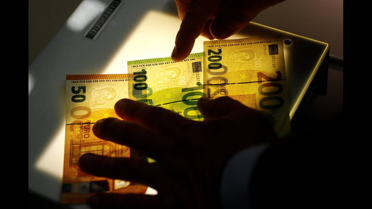 new 100 200 euro bills 5