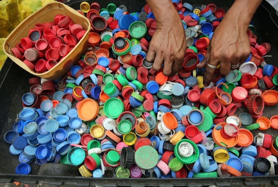 Άλλο ένα αμαξίδιο από πλαστικά καπάκια, παραδόθηκε στην Χίο