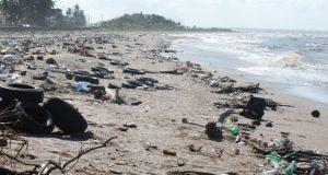 skoupidia aktes σκουπίδια ακτές