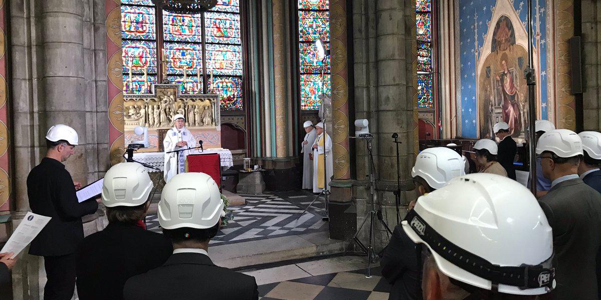 Παναγία των Παρισίων πρώτη λειτουργία μετά την πυρκαγιά 1