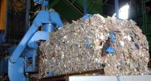 σκουπίδια σε χωματερές