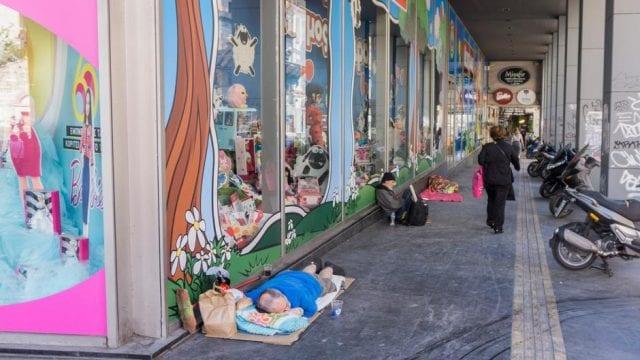 To παλαιοβιβλιοπωλείο αστέγων του Λεωνίδα Κουρσούμη