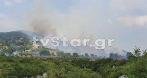 Πυρκαγιά καίει το χωριό Δίβρη