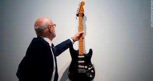Ο David Gilmour πουλά τις κιθάρες του για την ClientEarth