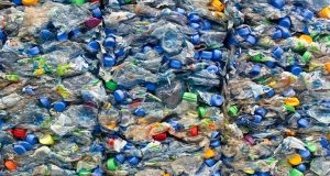 ανακύκλωση των πλαστικών μπουκαλιών