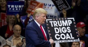 Αερολογίες και ψέματα από τον Τραμπ για την προστασία του περιβάλλοντος