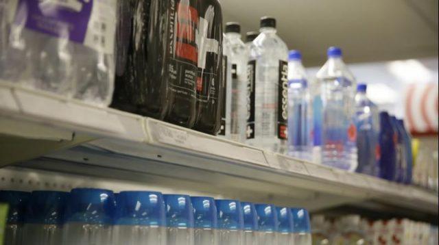 πλαστικά νερό