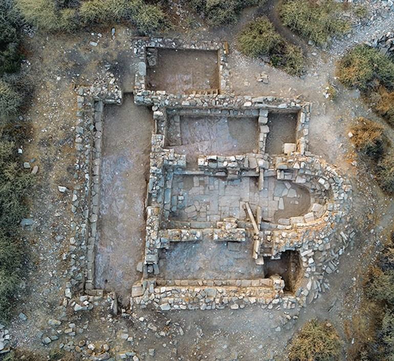 Αεροφωτογραφία της τρίκλιτης βασιλικής (φωτ. Κώστα Ξενικάκη).