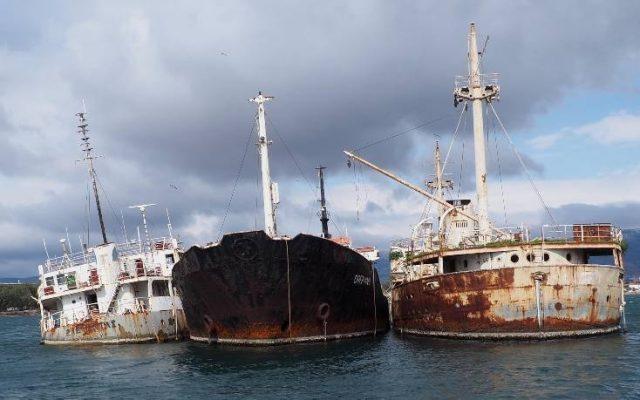 Ελευσίνα: Θα απομακρυνθούν τα τρία ναυάγια
