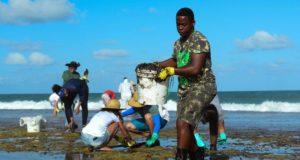 Εξακόσιοι τόνοι πετρελαίου μαζεύτηκαν από τις ακτές της Βραζιλίας