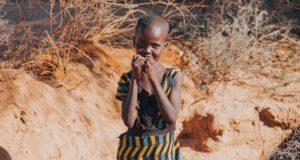 Αφρική, ξηρασία, κορίτσι