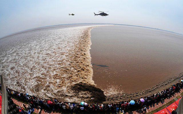 qiantang river tide 768 2