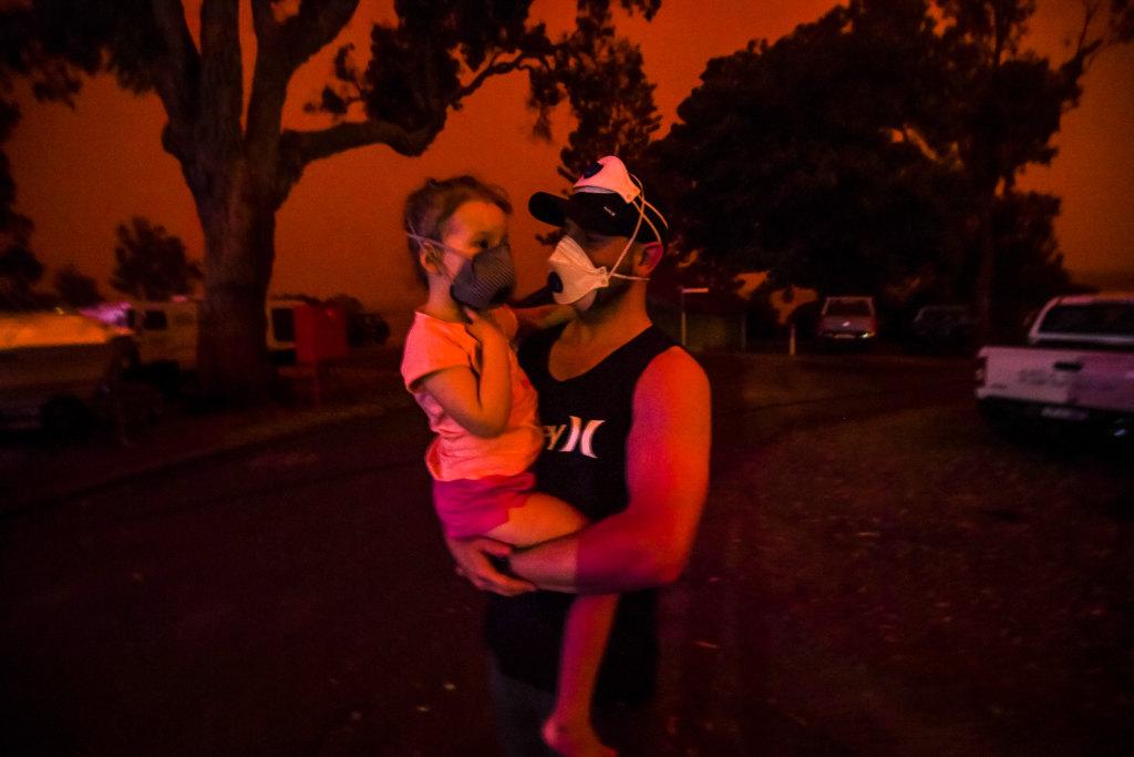 Εφιαλτικές ώρες για οικογένειες με μωρά στην Αυστραλία