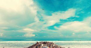 Σκουπίδια στη θάλασσα