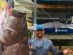 Ψαράς έπιασε σφυρίδα 50 ετών που ζύγιζε 160 κιλά