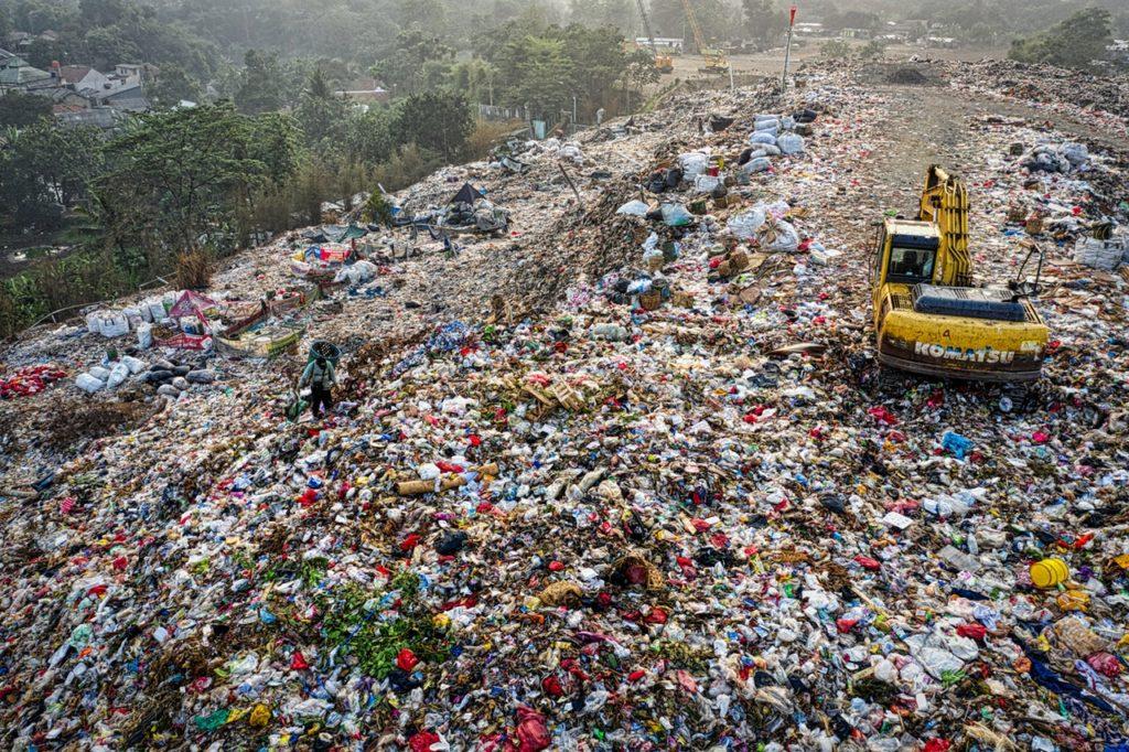 Μπαίνει σε εφαρμογή η απόσυρση των πλαστικών μιας χρήσης