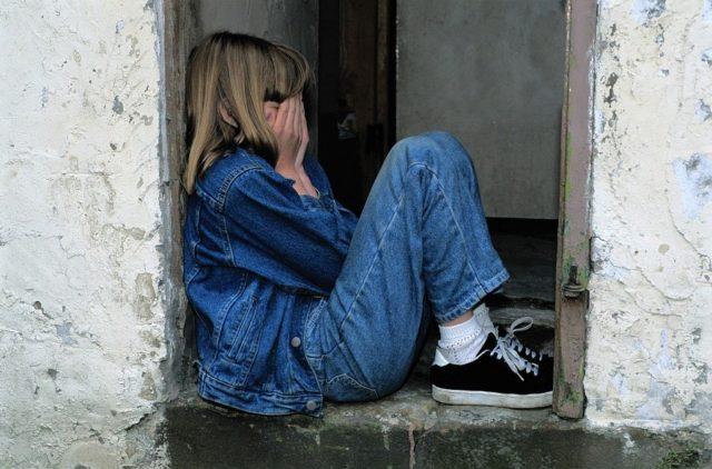 child sitting 1816400 1280