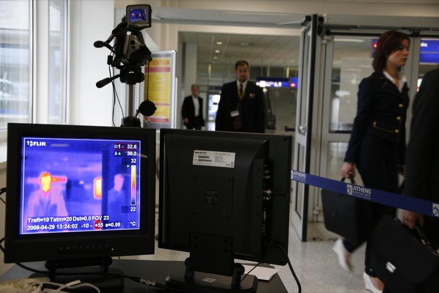 Θερμομετρική κάμερα στο αεροδρόμιο για τον κορονοϊό