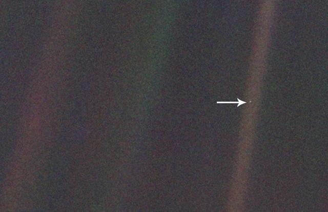 Από το μακρινό διάστημα η Γη είναι μία «Χλωμή, μπλε κουκκίδα»