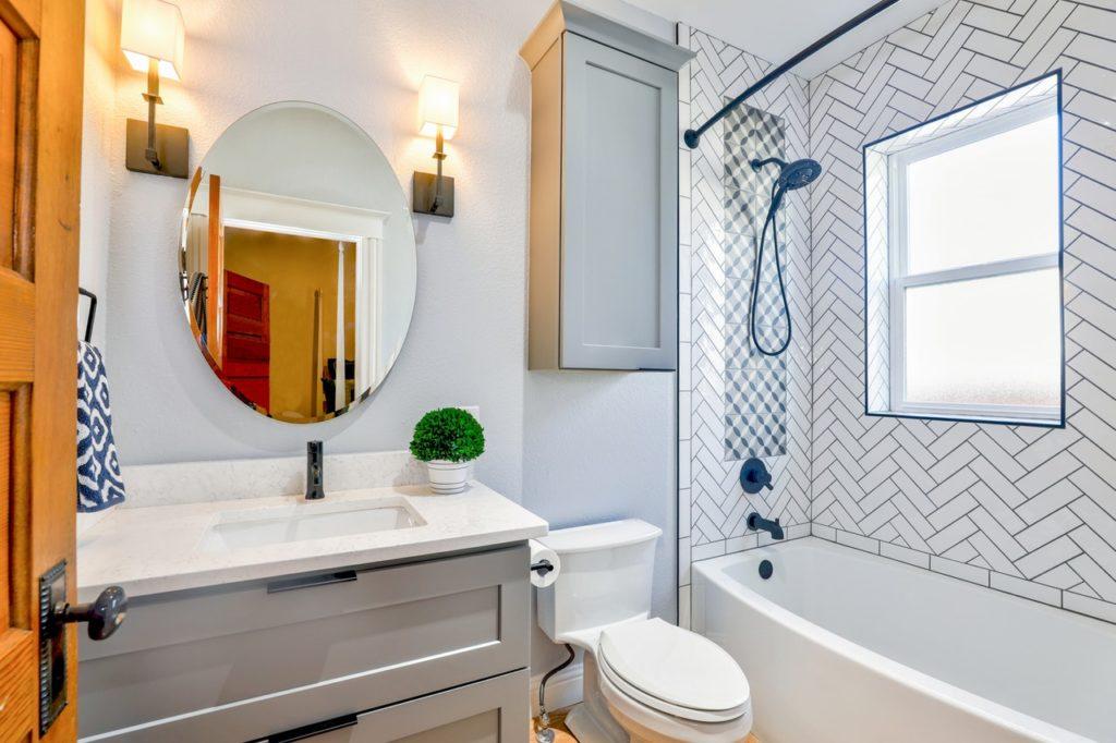 Οκτώ τρόποι για καθαρό μπάνιο απαλλαγμένο από μικρόβια