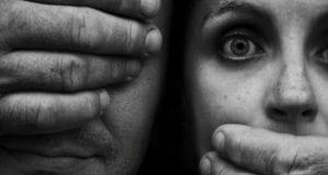 Βία - Κακοποίηση - ενδοοικογενειακή βία