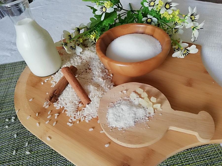Ρυζόγαλο με άρωμα μαστίχας και ρυζόγαλο φούρνου