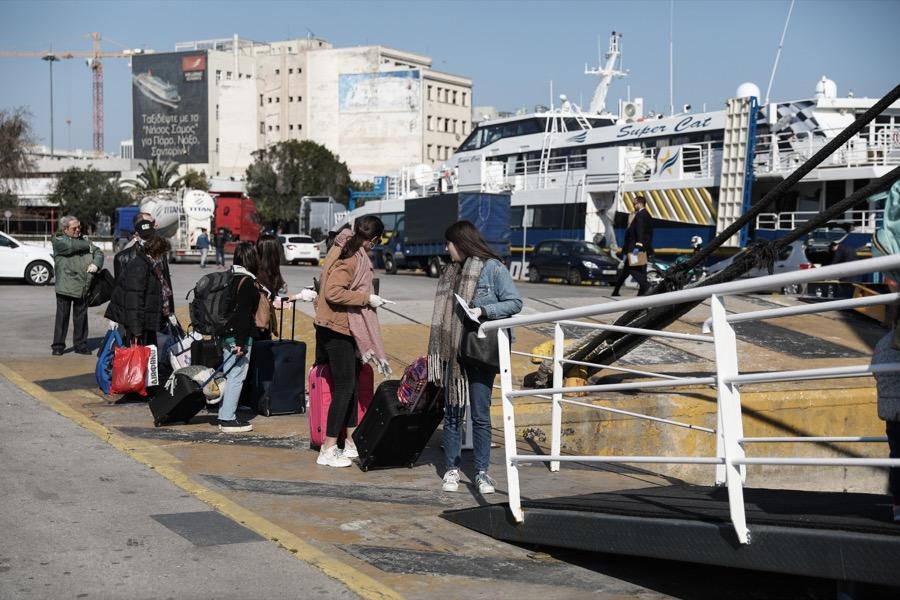 Λιμάνι στον Πειραιά με κορονοϊό