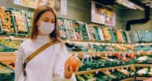 Κορονοϊός: Σουπερμάρκετ πέταξε τρόφιμα 31.000€ - Γυναίκα… έβηξε πάνω τους!