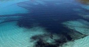 Η «γαλάζια λίμνη» της Αγγλίας έγινε μαύρη λόγω κορονοϊού