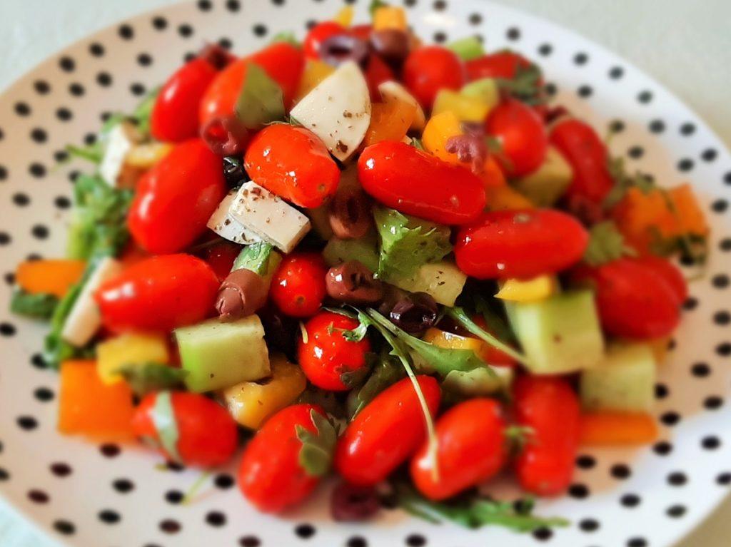 Σαλάτα με ντοματίνια και ρόκα