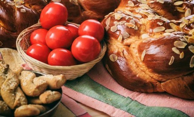 Πασχαλινό τραπέζι - Πάσχα - πασχαλινά τσουρέκια και κουλούρια