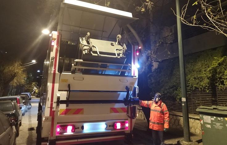 Απολύμανση κάδων απορριμμάτων στον Δήμο Χαλανδρίου