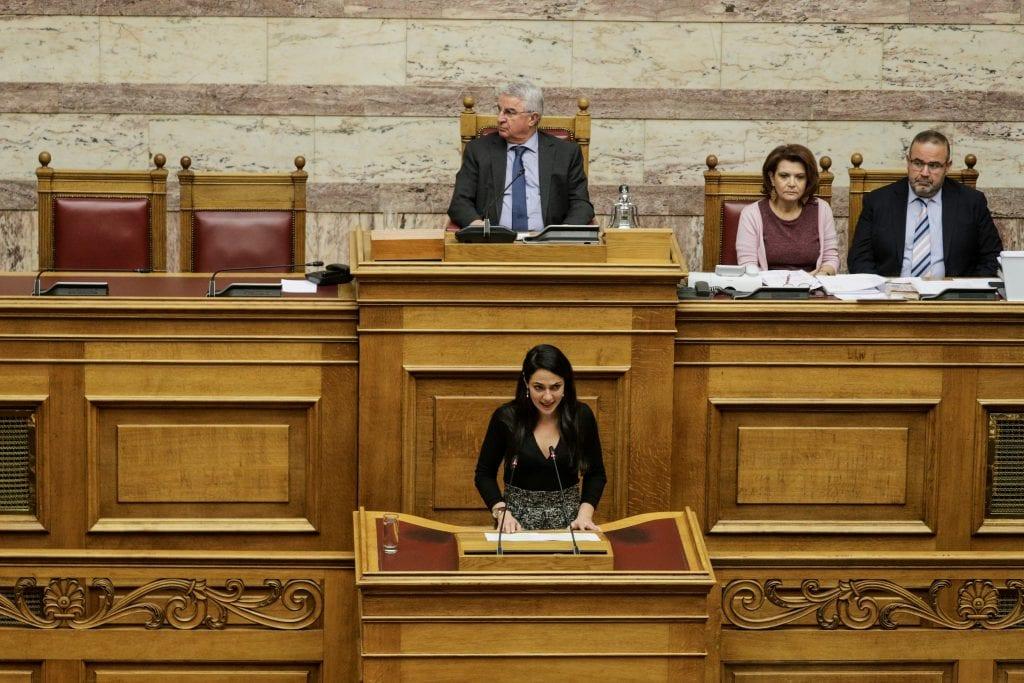 Υφυπουργός Δόμνα Μιχαηλίδου: Έρχεται οικονομική ενίσχυση από 400 ως 850€ σε οικογένειες με παιδιά