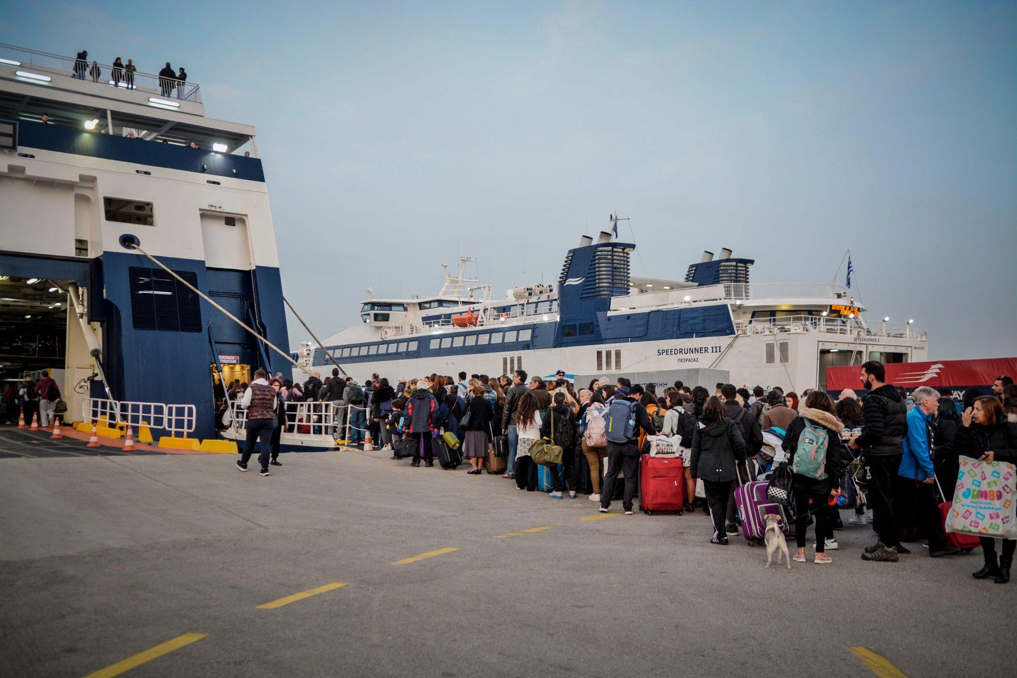 Τα νέα μέτρα για τις μετακινήσεις - Πώς θα γίνονται πλέον τα ταξίδια με αεροπλάνα και πλοία