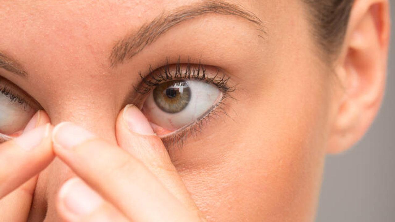 Είναι επικίνδυνοι οι φακοί επαφής εν καιρώ κορονοϊού;