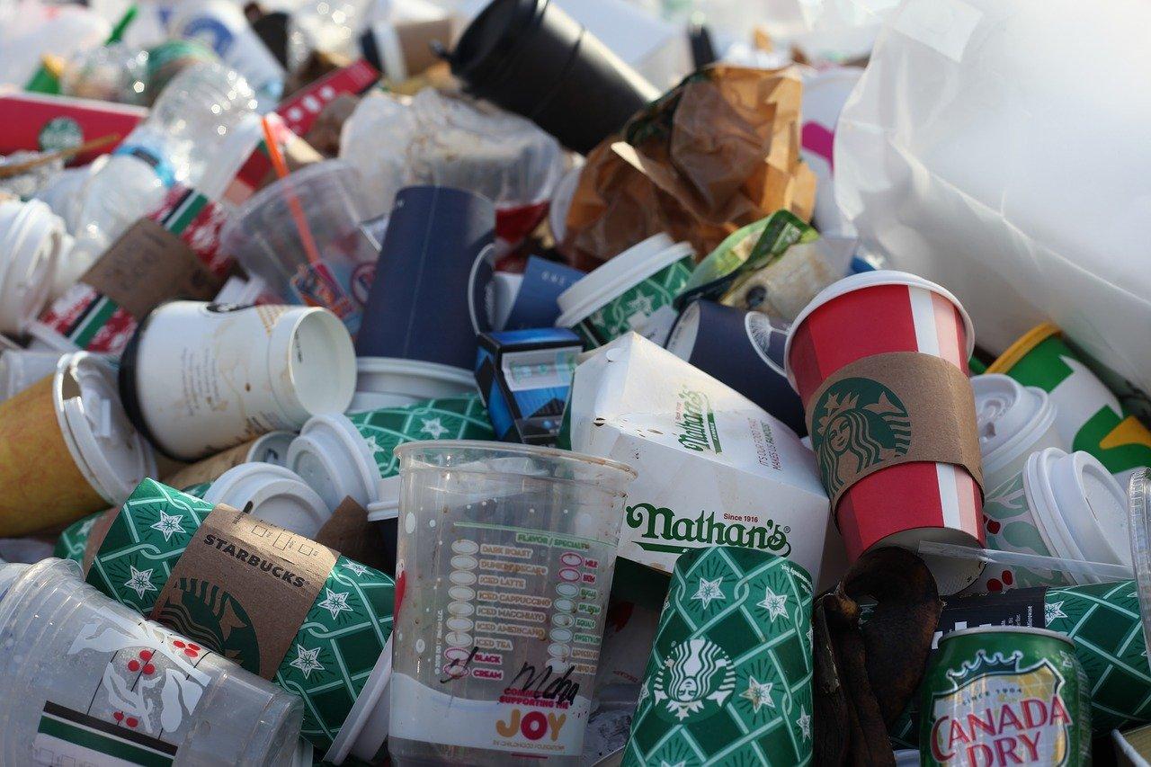 Τέλος στα πλαστικά μιας χρήσης: Η Ελλάδα στην πρωτοπορία της ΕΕ