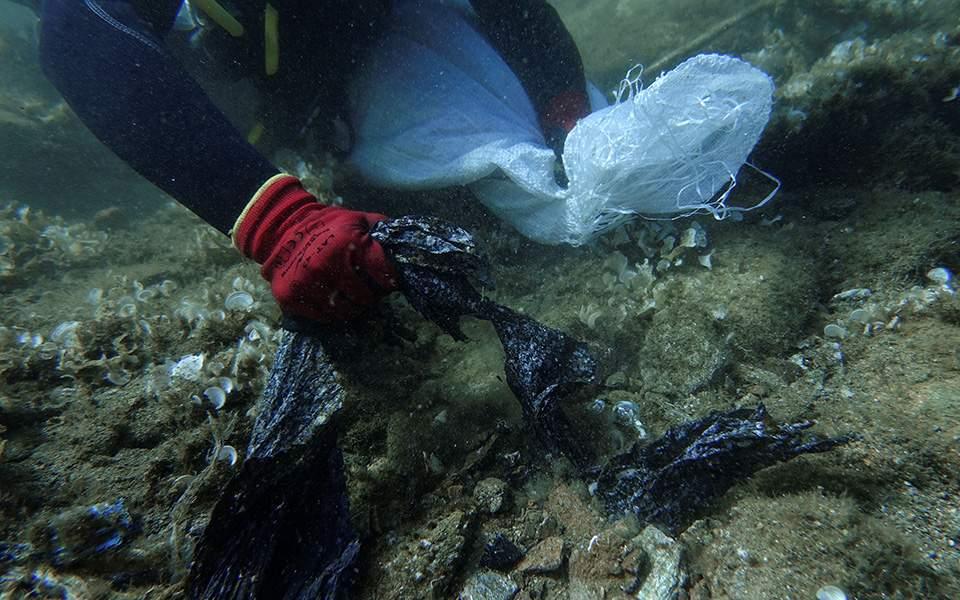Αρχίζει ο καθαρισμός του βυθού της Άνδρου - 400 στρέμματα γεμάτα σκουπίδια