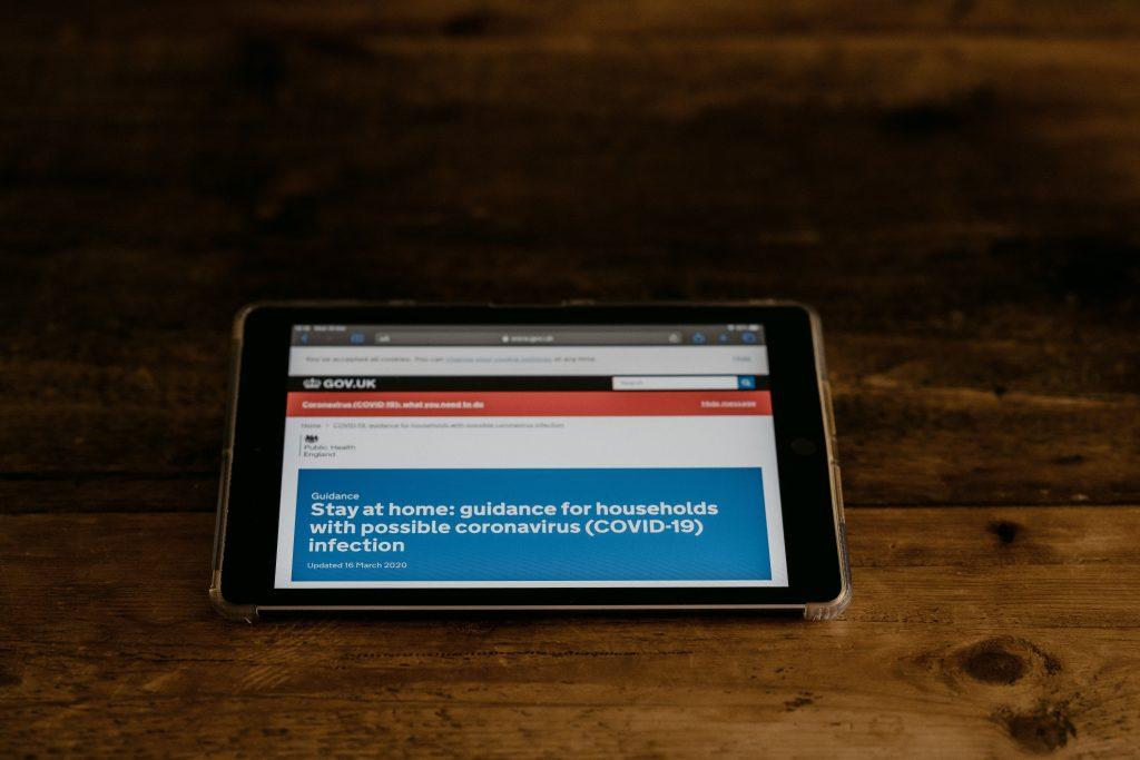 Παγκόσμια άνοδος των διαδικτυακών συνδρομών στα ΜΜΕ