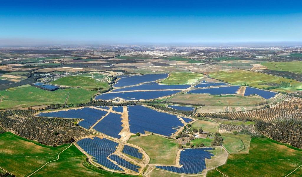 Το νέο ηλιακό πάρκο της Ισπανίας ξεκίνησε να παράγει καθαρό ηλεκτρισμό