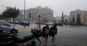 Πλημμύρισε η Θεσσαλονίκη από τη σφοδρή καταιγίδα