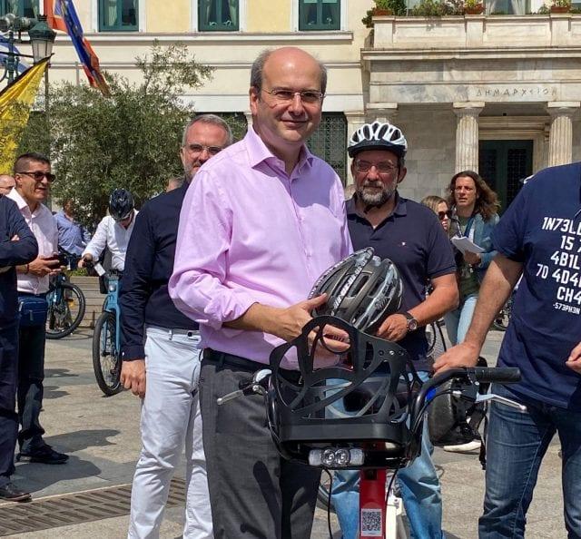 υπουργός Περιβάλλοντος και Ενέργειας,Κωστής Χατζηδάκης με ποδήλατο