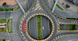 Photo RAUL ARBOLEDA AFP Δρόμοι στη Bogota της Κολομβίας.