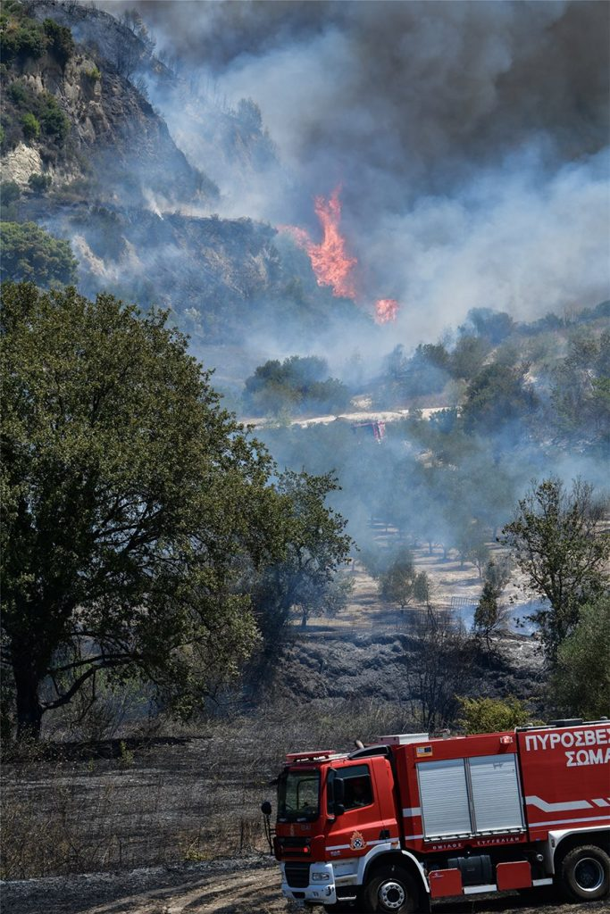 Ηλεία: Δεν κινδυνεύουν κατοικημένες περιοχές από την πυρκαγιά