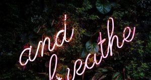 Αναπνοή neon sign