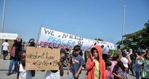 Διαμαρτυρία από γυναίκες και παιδιά πρόσφυγες και μετανάστες στην Λέσβο την Δευτέρα 14 Σεπτεμβρίου 2020. (EUROKINISSI/ΠΑΝΑΓΙΩΤΗΣ ΜΠΑΛΑΣΚΑΣ)